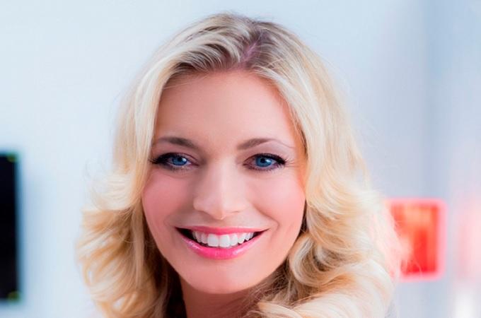 Lucie Borhyov� je zase v Televizn�ch novin�ch. Mimo obrazovku byla 3 m�s�ce