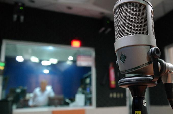 Vzniká celoplošné rádio Kiss. Síť regionálních stanic se sjednotí do jedné