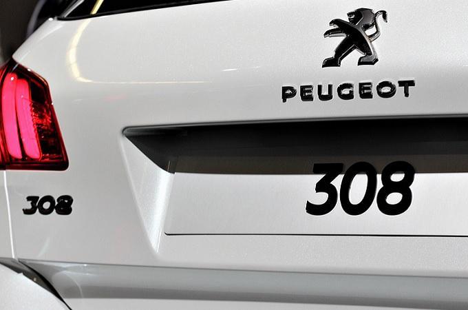 Elektromobilita žene automobilky ke sdružování. Vznikne jen pár gigantů?